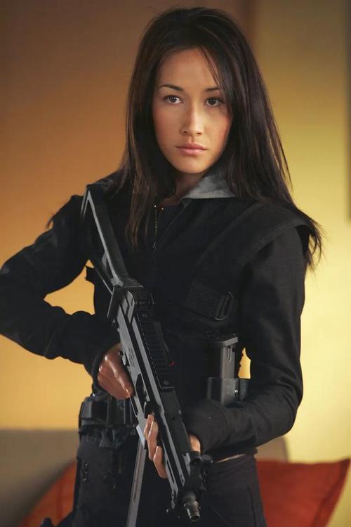 完美身材,野性的表演风格让她在《偷窥无罪之诱人罪》《野性任务》