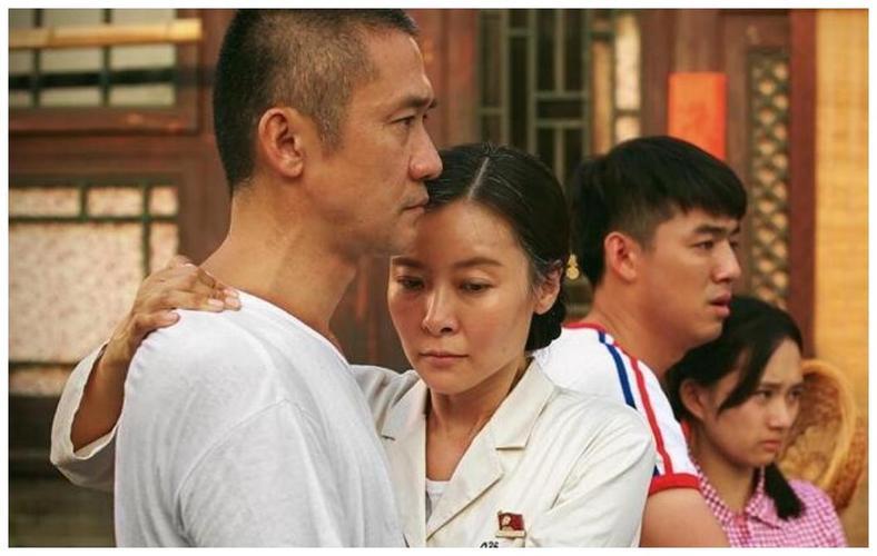 因为特殊的历史原因,张志坚出道较晚,从南京人艺话剧演员到影视演员