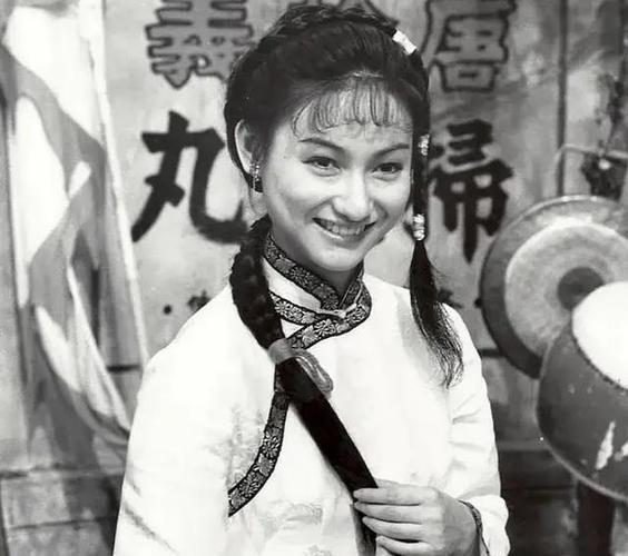 1971年,郑佩佩拍完了《钟馗娘子》之后,便因为结婚生子,退出了武侠大