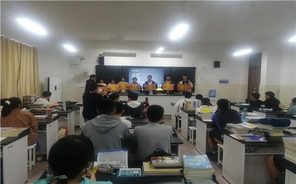 历史,英语,理科,地理,计算机,音乐,幼儿教育的专题课程,使在华复读班