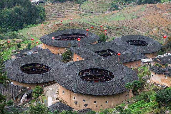 福建土楼是用什么建的_福建土楼的建筑特色