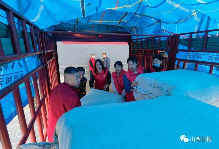 跨越2700多公里,历经60多个小时,18000条新疆棉被抵达