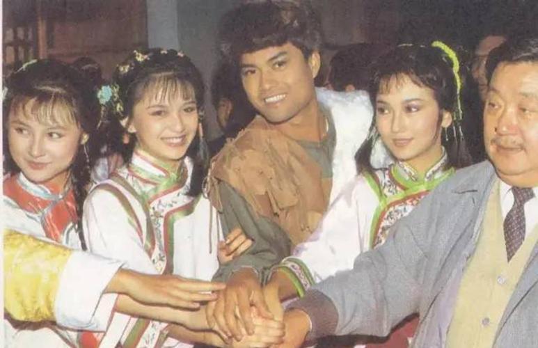 第一版是1980年张彻导演的《飞狐外传》.