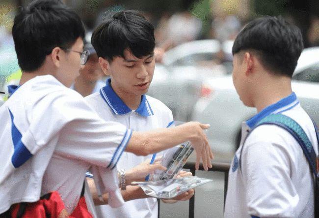 江苏双胞胎兄弟高考均为652一人北大一人清华却引发网友争议