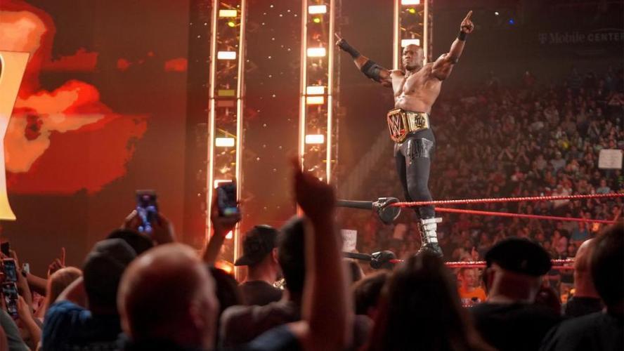本周raw收视出炉wwe毒蛇兰迪何时复出参赛塞纳大加赞赏巨石强森