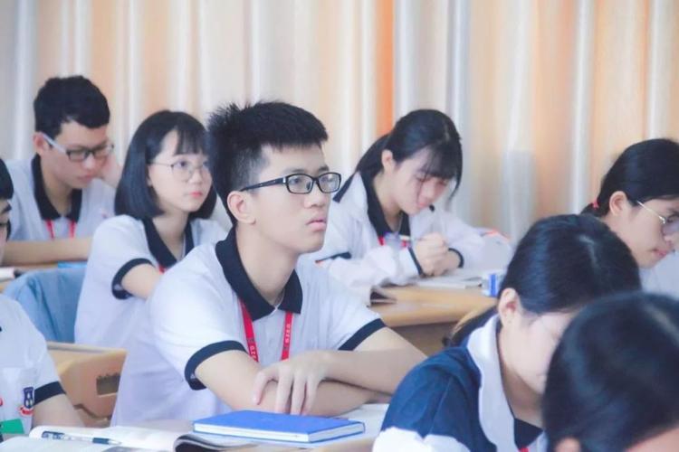 2)与老师良好沟通将差生分配到不好的位置,也是老师的无奈之举,但凡