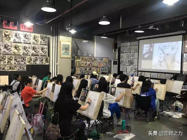 大多数美术生在结束艺考之后,都不会再次进行专业的练习,所以当高考