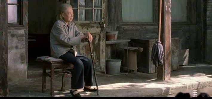 电影《我们俩》:我18,你81,我们能不能擦出爱的火花?